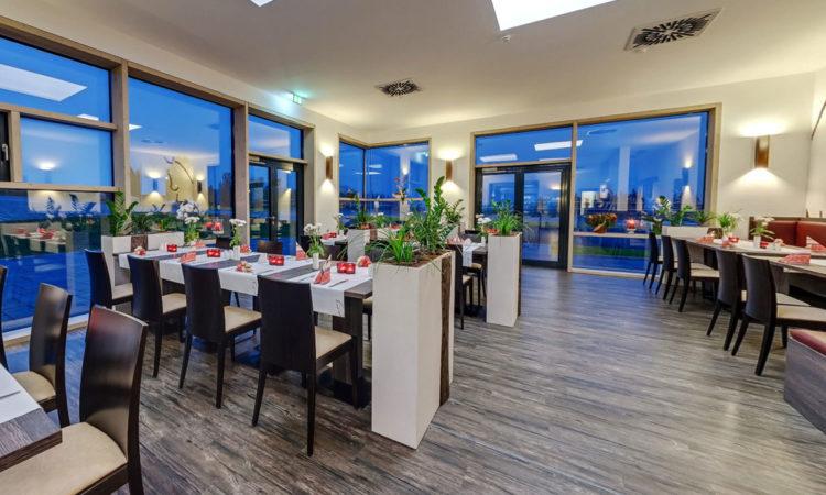 Restaurant Tische und Stühle